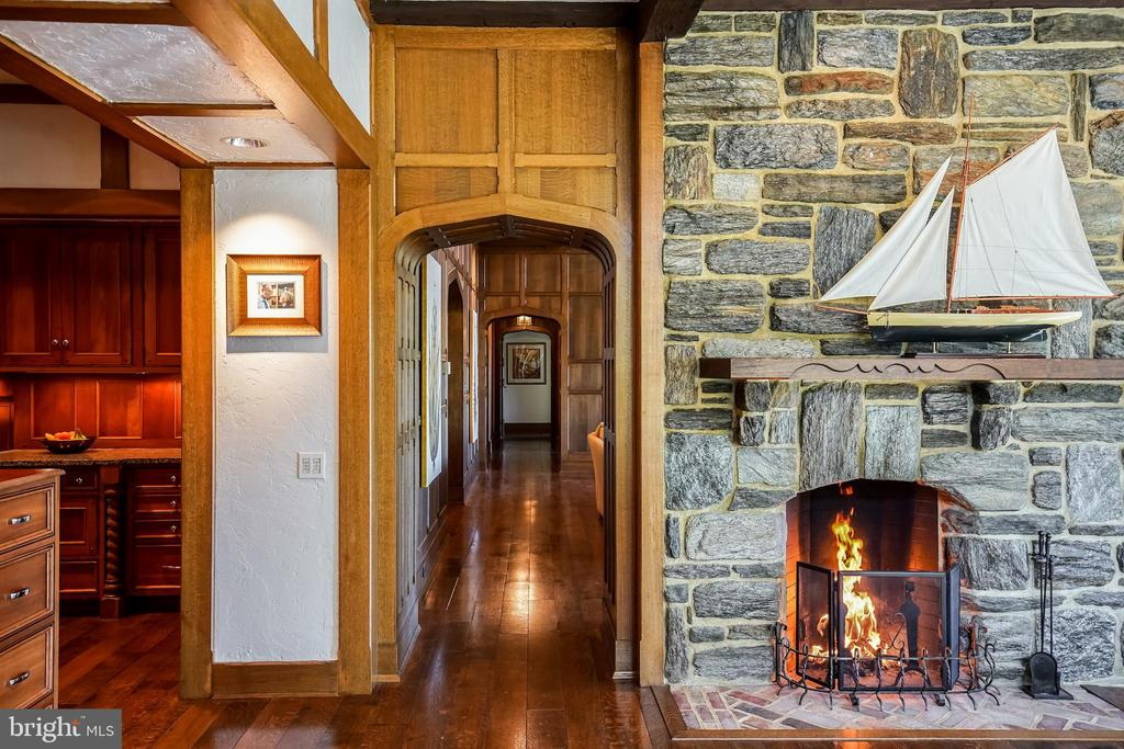 Details in plaster walls and cozy fireplace - 869 CHILDS POINT RD, ANNAPOLIS