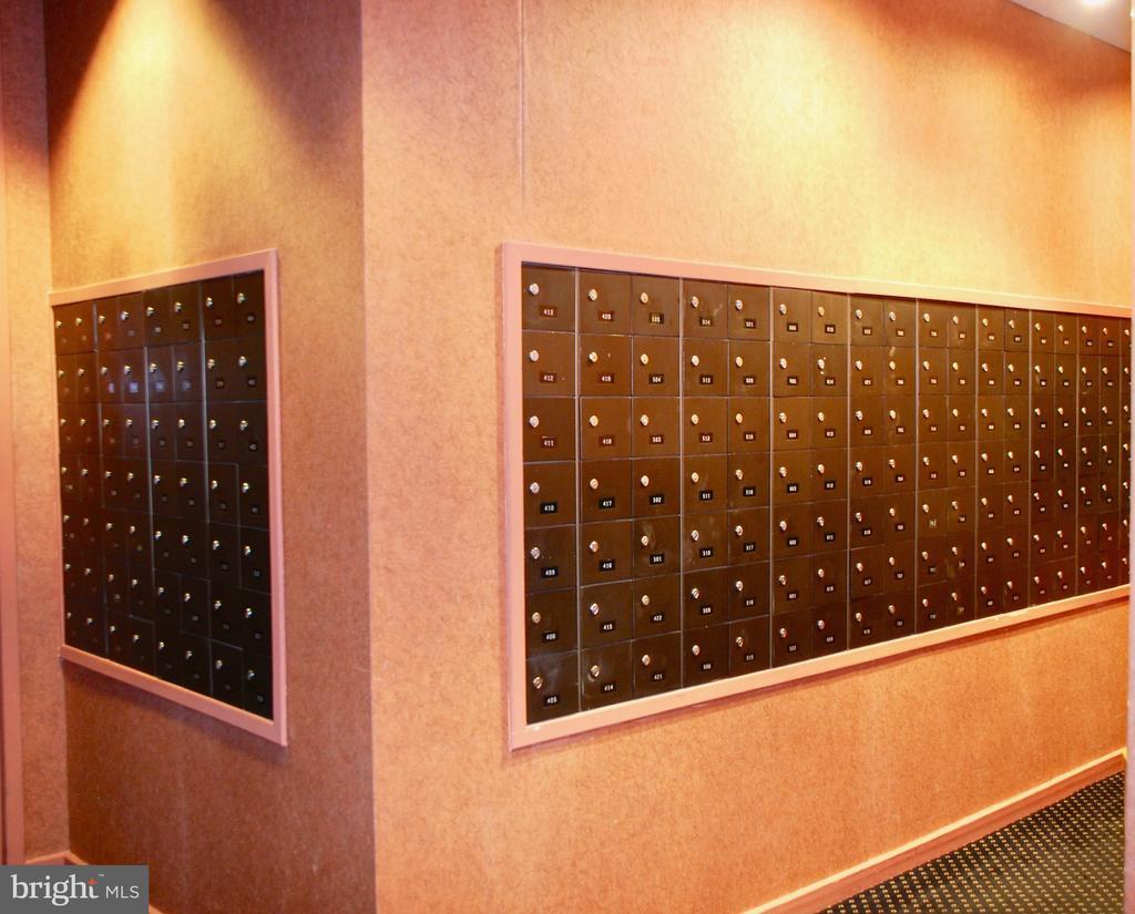 Regency Mail Room - 1800 OLD MEADOW RD #606, MCLEAN