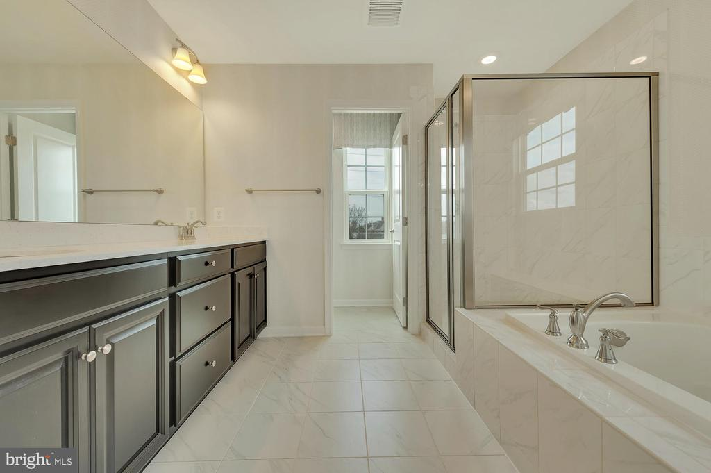 MASTER BATH WITH SEPARATE SHOWER - 2 GAVER WAY, MIDDLETOWN