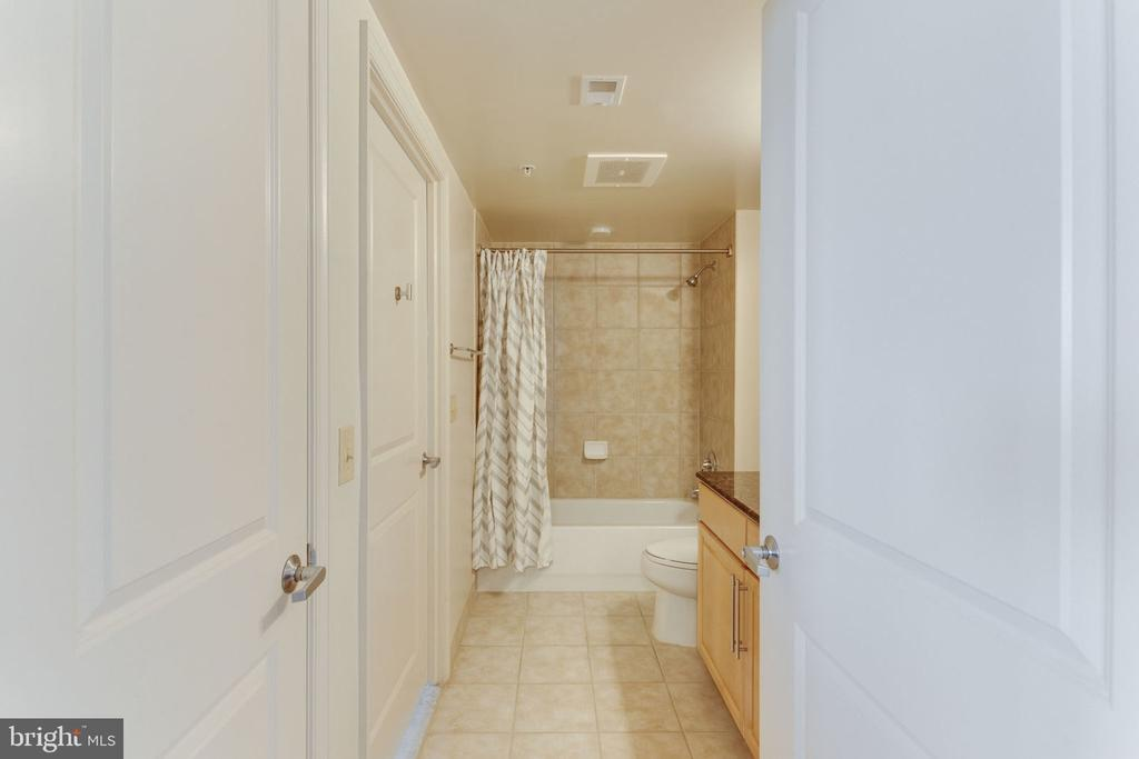 Full Bathroom # 1 - 11760 SUNRISE VALLEY DR #813, RESTON