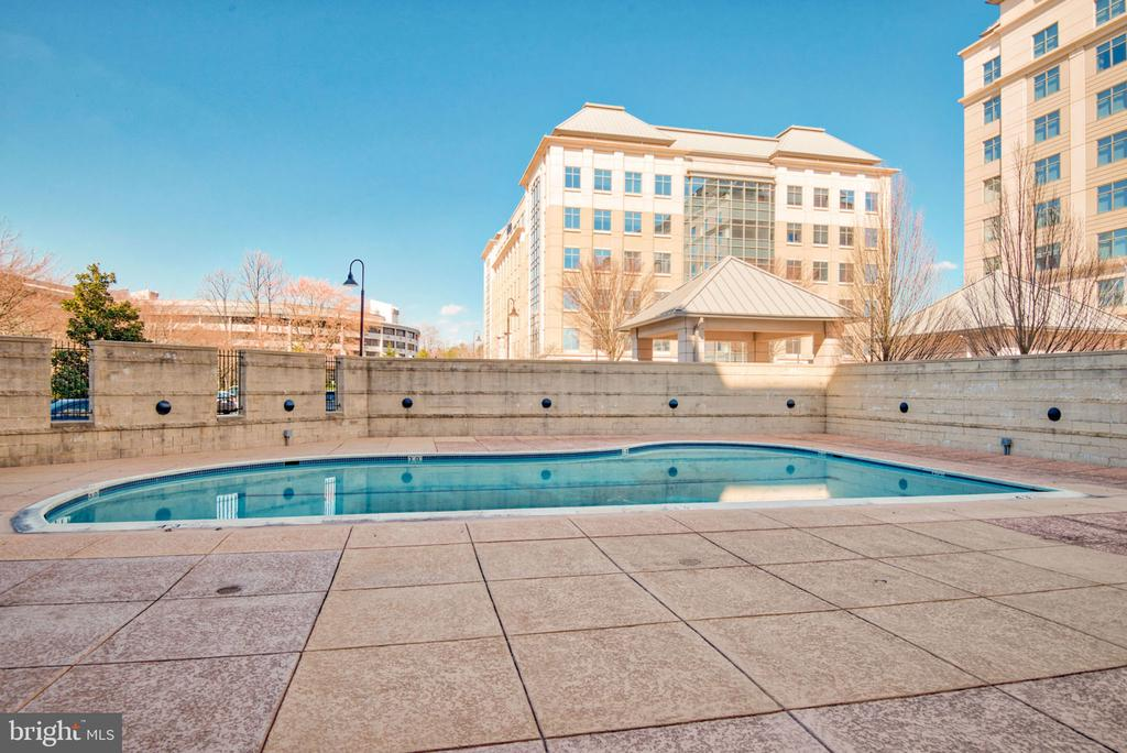 Outdoor pool. - 11760 SUNRISE VALLEY DR #813, RESTON