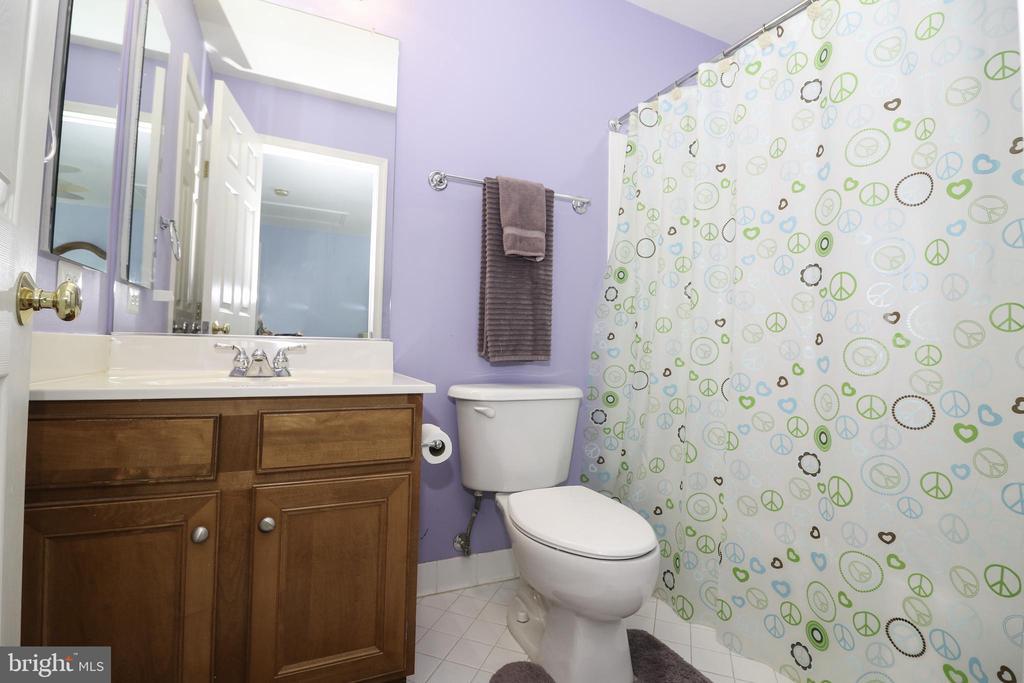 Bedroom 2: Full Bath - 43308 CLARECASTLE DR, CHANTILLY