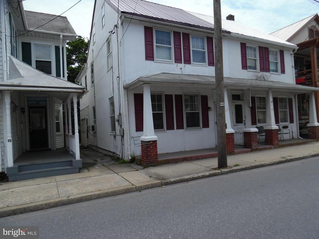 17 W FERDINAND STREET, one of homes for sale in Manheim