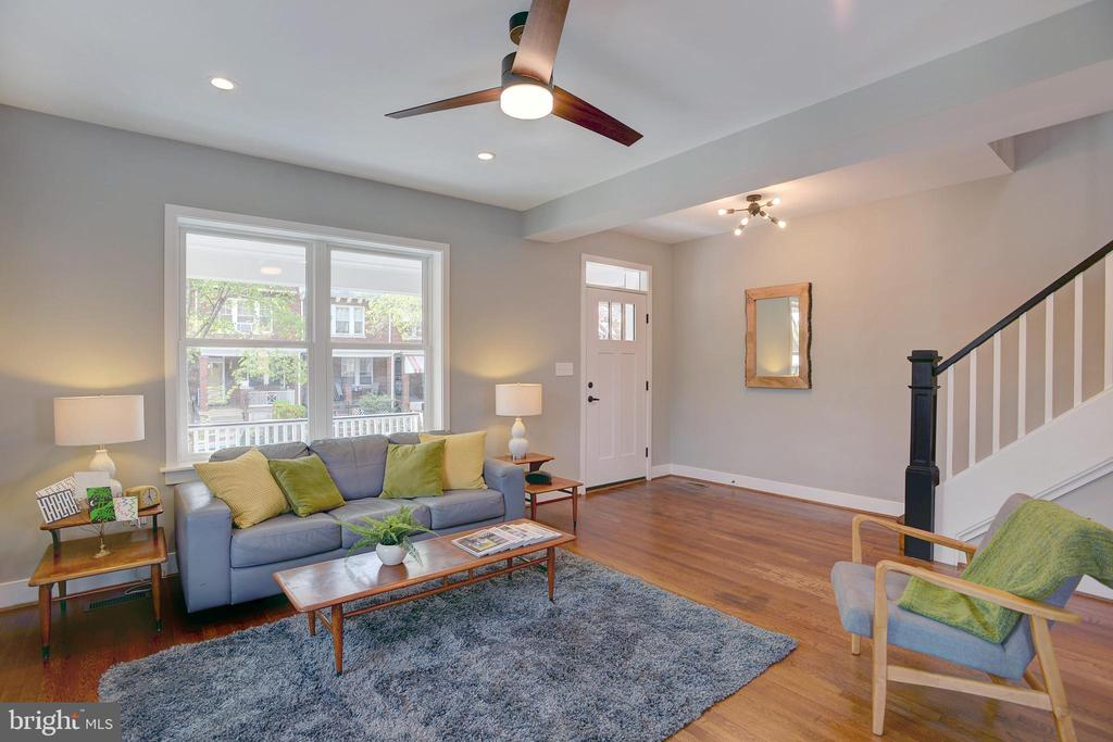 Living room is flooded with natural light - 415 23RD PL NE, WASHINGTON