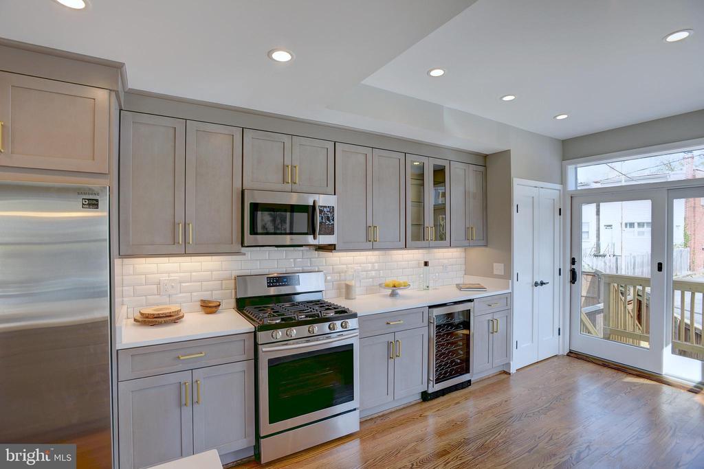Designer kitchen with all of the modern amenities - 415 23RD PL NE, WASHINGTON