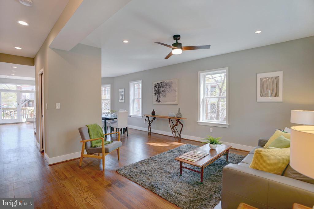 Ideal dimensions accommodate public gatherings - 415 23RD PL NE, WASHINGTON
