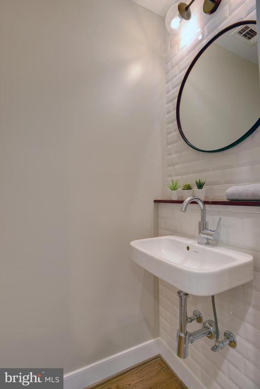 Charming and convenient powder room - 415 23RD PL NE, WASHINGTON