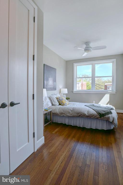 Bedroom #3 is spacious and light-filled - 415 23RD PL NE, WASHINGTON