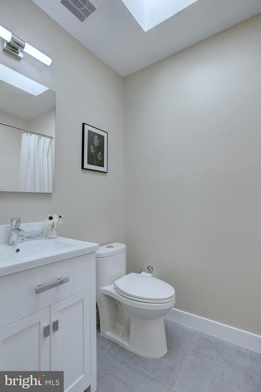 Upper hall bath is contemporary and bright - 415 23RD PL NE, WASHINGTON