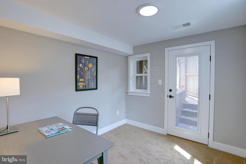 Use as a space for guests or a home office - 415 23RD PL NE, WASHINGTON
