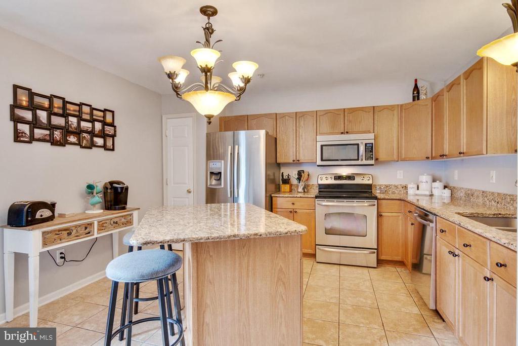 Kitchen has a pantry & stainless steel appliances - 111 SENTRY RDG, SMITHSBURG