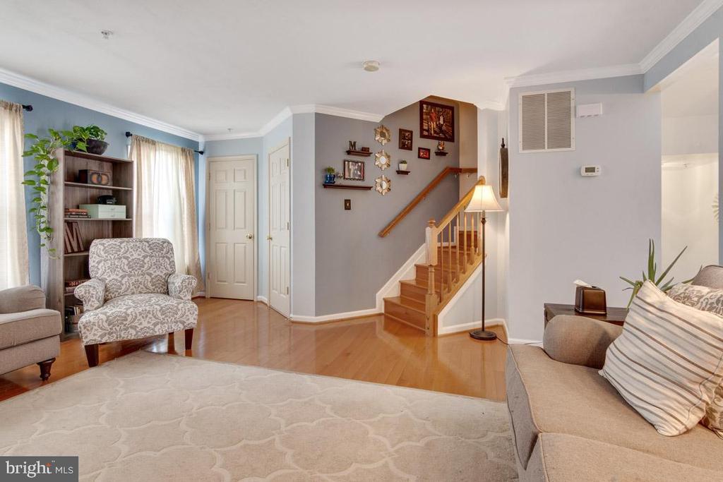 Spacious living room  to entertain in - 111 SENTRY RDG, SMITHSBURG