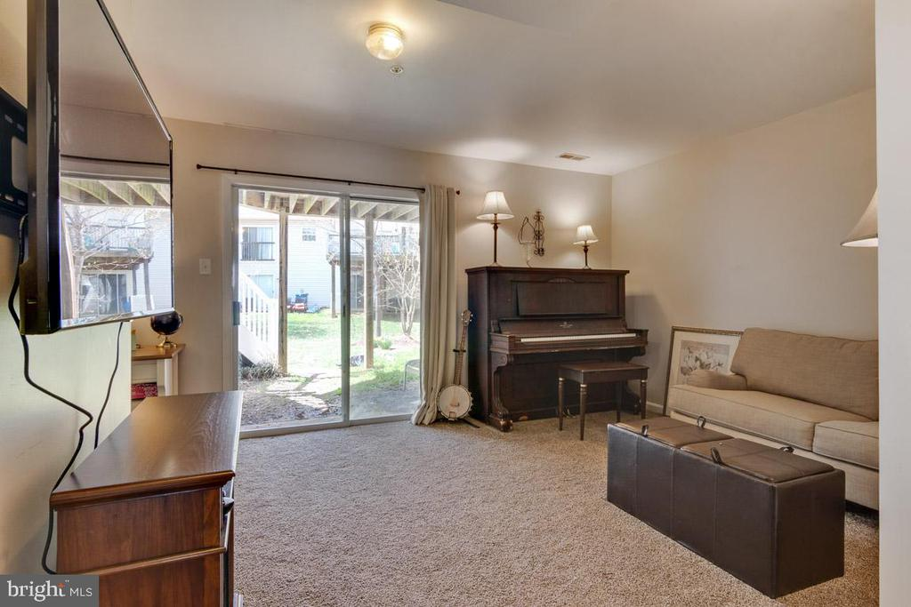 Ground floor living space with laundry area - 111 SENTRY RDG, SMITHSBURG