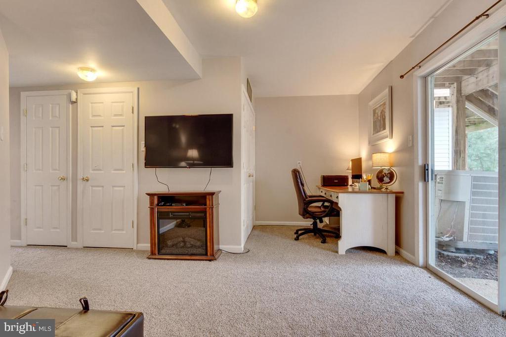 Ground floor living with laundry & computer nook - 111 SENTRY RDG, SMITHSBURG