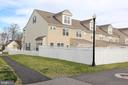 Spacious, fully fenced yard - 20413 BOWFONDS ST, ASHBURN