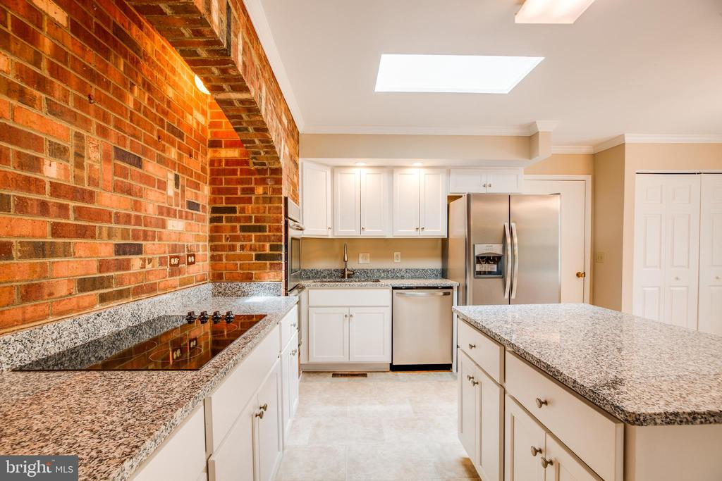 Brand new granite countertops and island - 2015 MERRYMOUNT DR, FREDERICKSBURG