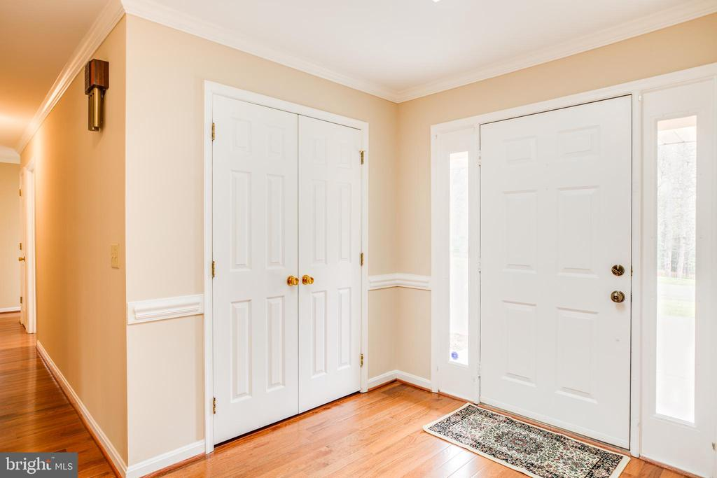 Enter the foyer w/hardwoods and large coat closet. - 2015 MERRYMOUNT DR, FREDERICKSBURG