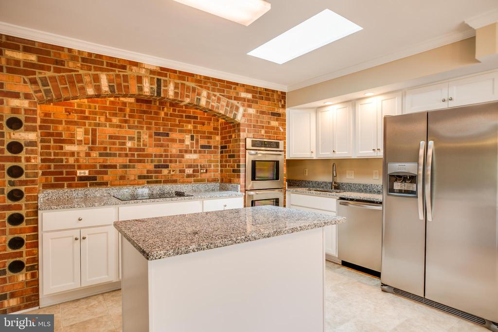 Brand new  stainless steel appliances in kitchen - 2015 MERRYMOUNT DR, FREDERICKSBURG