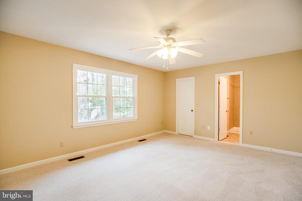 The master bedroom is huge! - 2015 MERRYMOUNT DR, FREDERICKSBURG