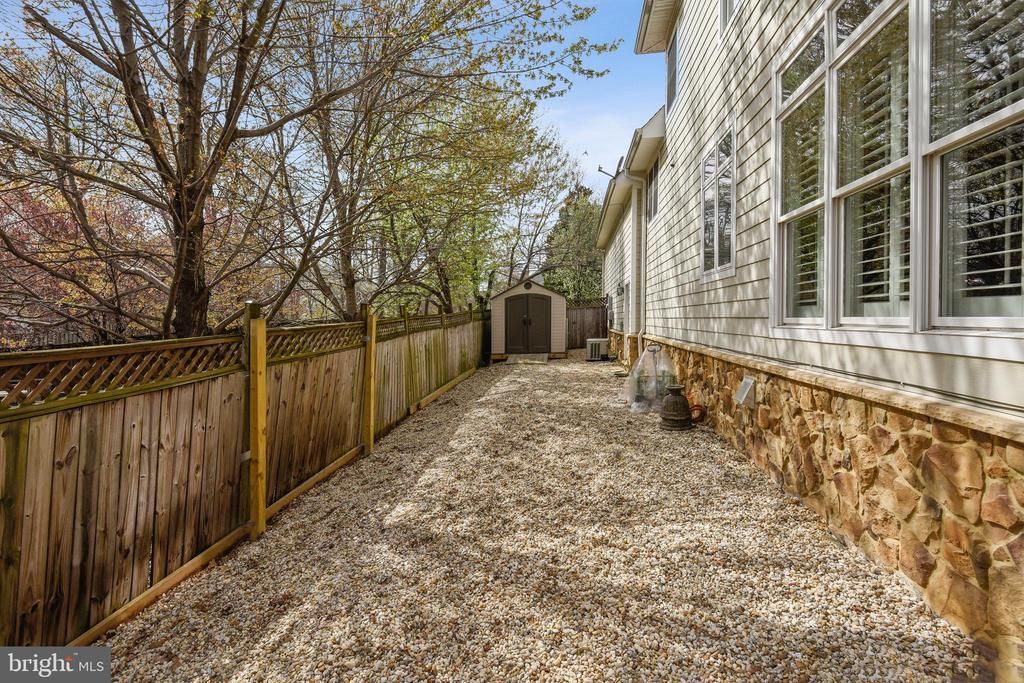 PRIVATE AND FENCED DOG RUN PLUS SHED FOR STORAGE - 2017 WOODFORD RD, VIENNA