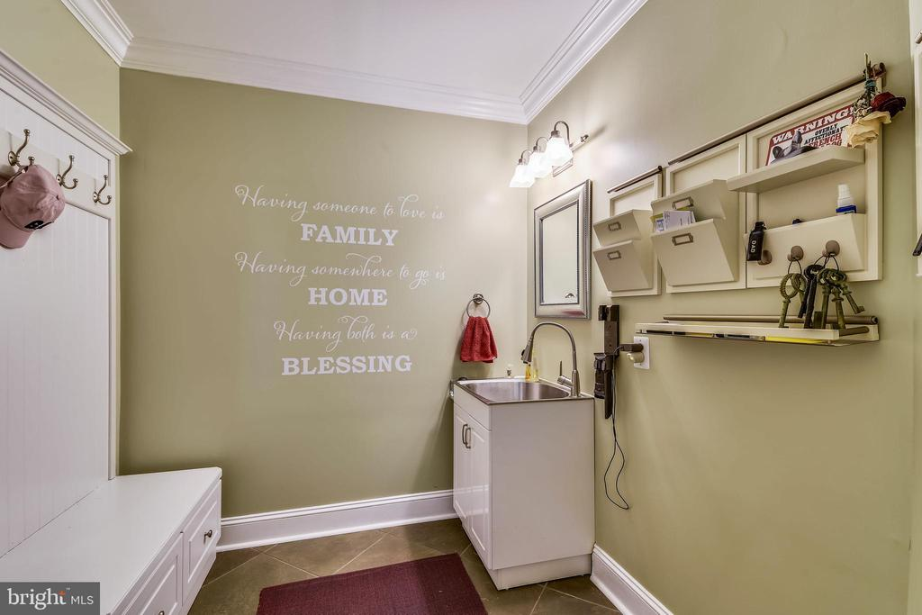 MUD ROOM WITH SINK, CABINET AND BENCH FOR STORAGE - 2017 WOODFORD RD, VIENNA