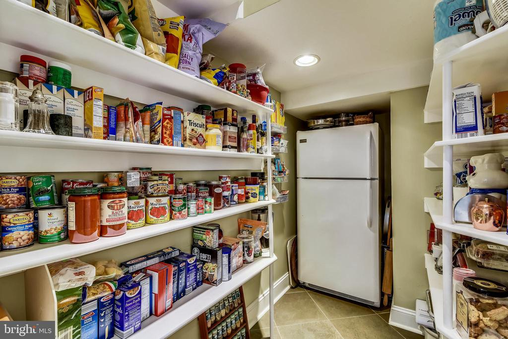 MOST PLEASANT SURPRISE PANTRY!! JUST POP  -IN - 2017 WOODFORD RD, VIENNA