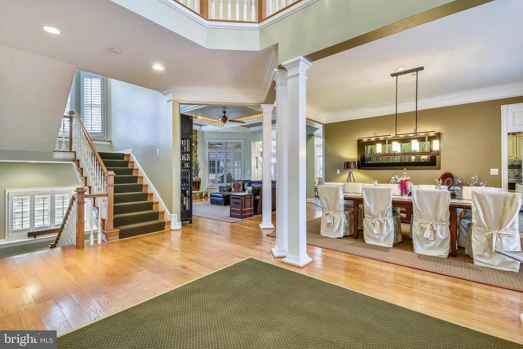 OPEN AND SPACIOUS CONTEMPORARY FLOOR PLAN - 2017 WOODFORD RD, VIENNA