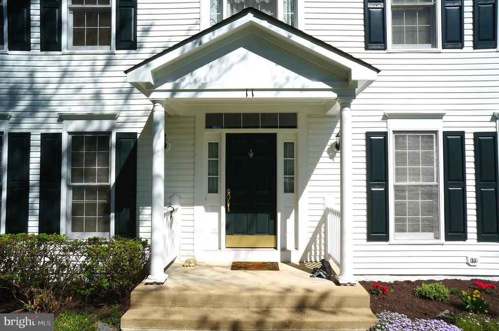 Covered Concrete Front Porch (9'x5') - 11 WESTBROOK LN, STAFFORD