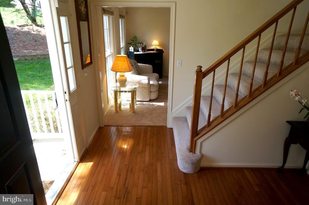 Hardwood Flooring In Foyer - 11 WESTBROOK LN, STAFFORD