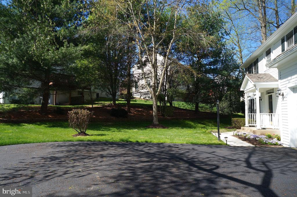 Driveway to Front Entrance - 11 WESTBROOK LN, STAFFORD