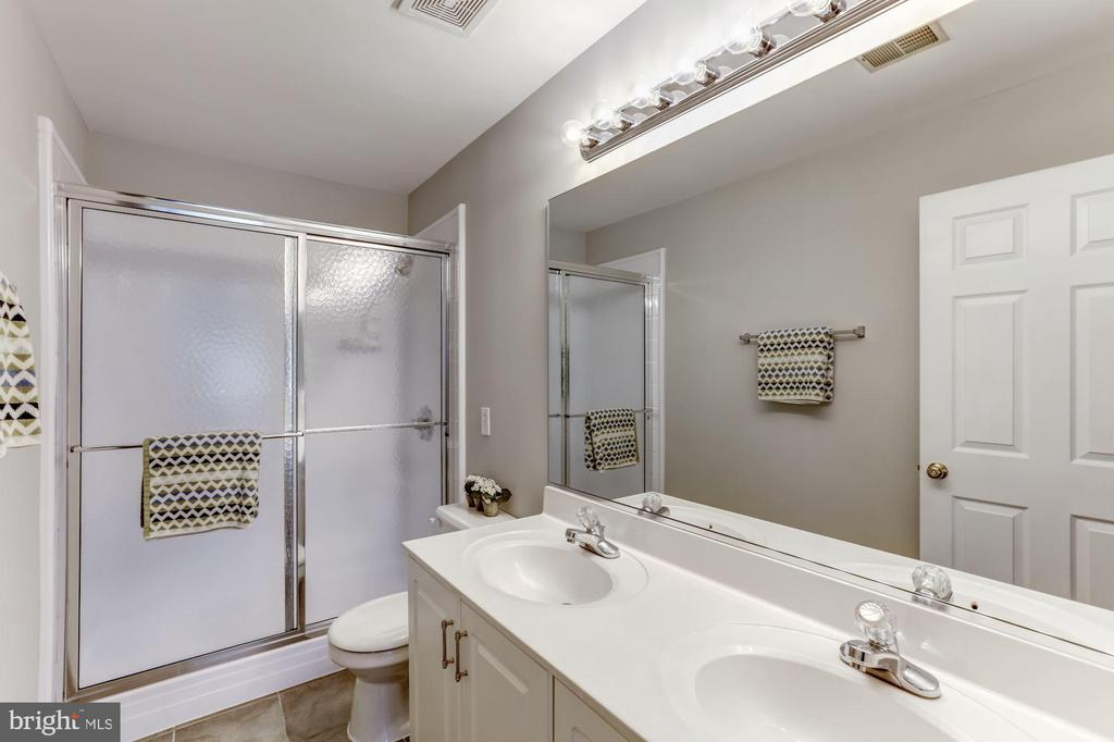 Guest bathroom with double sinks - 42848 CROWFOOT CT, ASHBURN