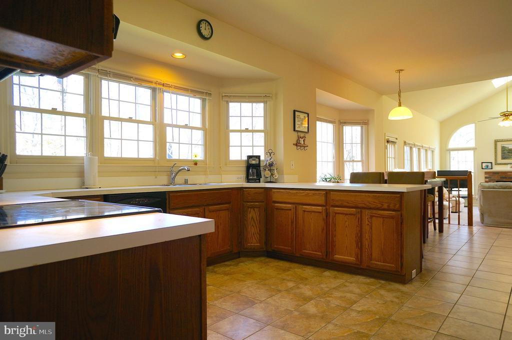 Kitchen (14'x14') - 11 WESTBROOK LN, STAFFORD