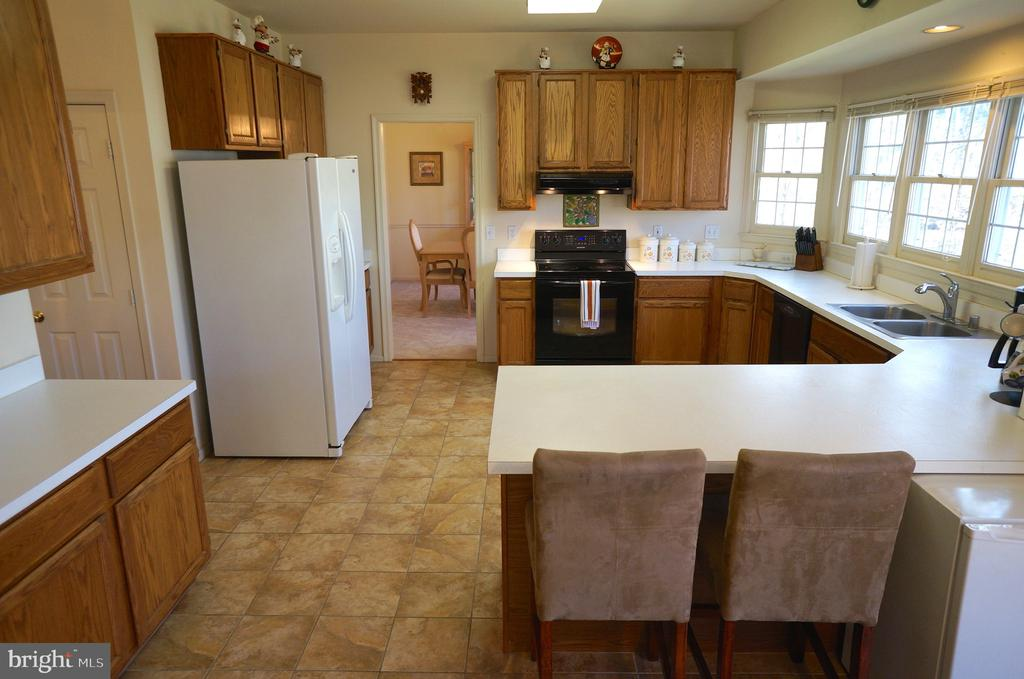 Kitchen has Pantry - 11 WESTBROOK LN, STAFFORD