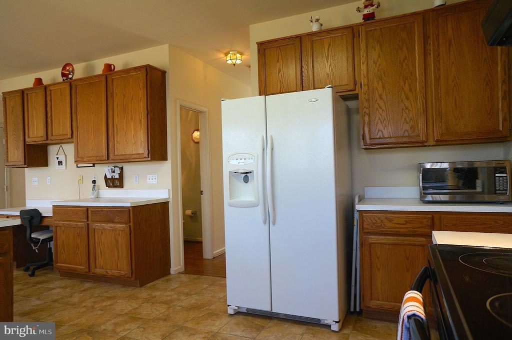 26 cu ft Refrigerator w/ IceMaker & Door Dispenser - 11 WESTBROOK LN, STAFFORD