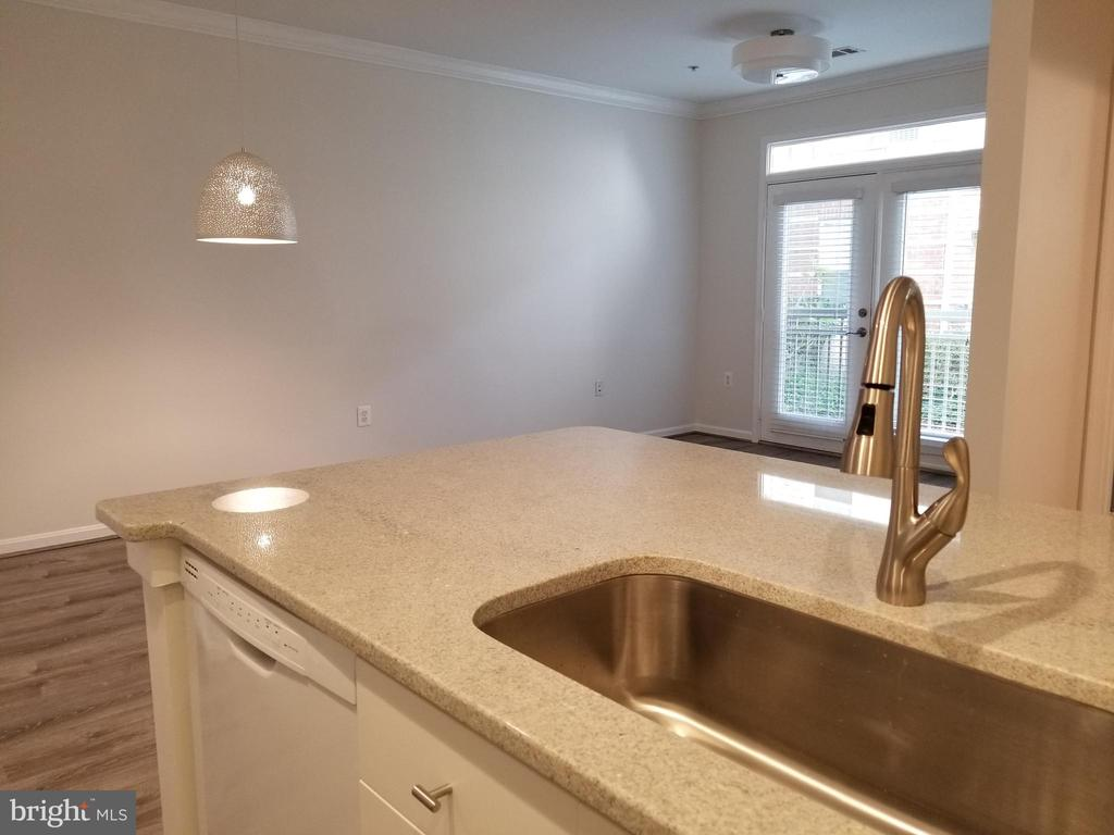 Just painted, new granite counters, light fixtures - 2791 CENTERBORO DR #185, VIENNA