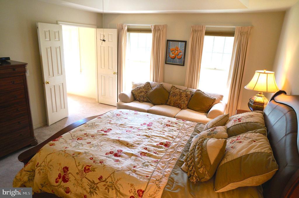 Linen Closet in Owner's Bedroom - 11 WESTBROOK LN, STAFFORD