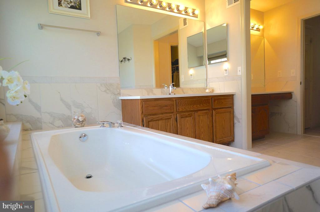 Soaking Tub with Full Ceramic Tile Surround - 11 WESTBROOK LN, STAFFORD