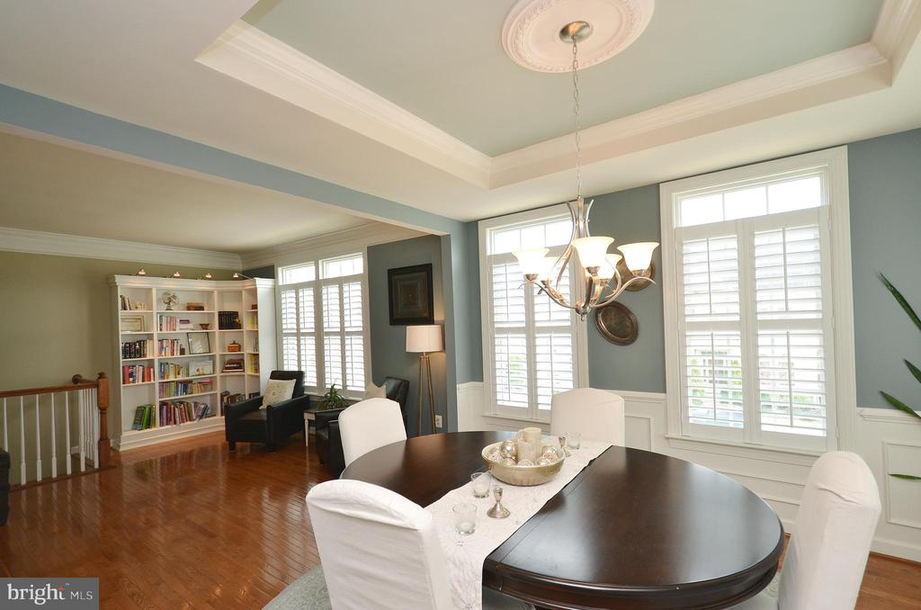 Dining Room w/ Tray Ceiling, Moldings & Shutters - 25035 AVONLEA DR, CHANTILLY
