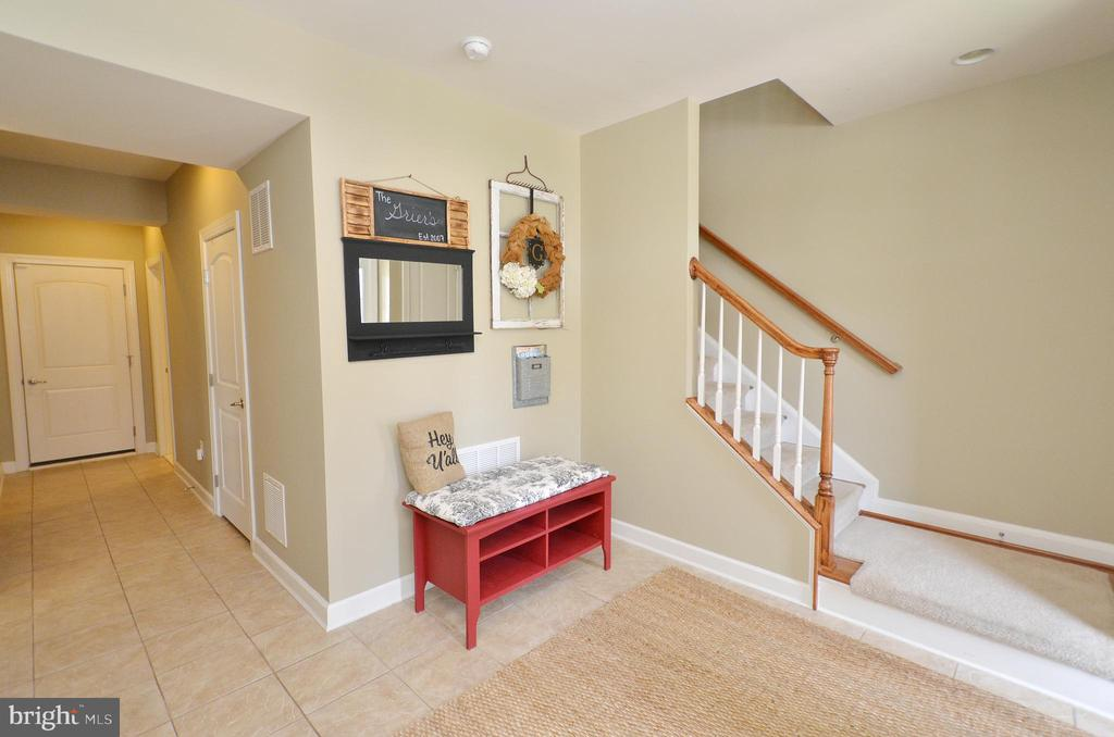 Spacious Foyer - 25035 AVONLEA DR, CHANTILLY