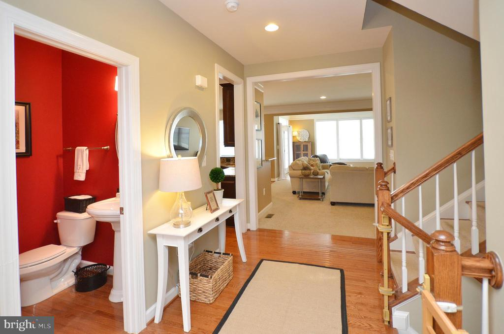 Open Hallway - 25035 AVONLEA DR, CHANTILLY