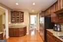Great Butlers Pantry - 25035 AVONLEA DR, CHANTILLY