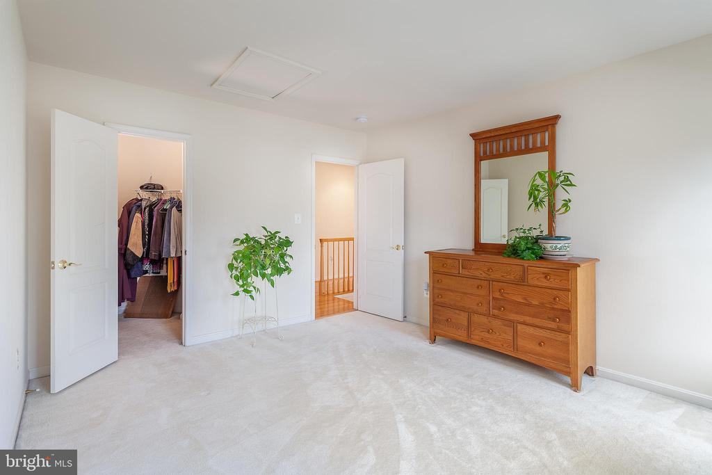 Bedroom 3 with walk-in closet! - 20377 WATER VALLEY CT, STERLING