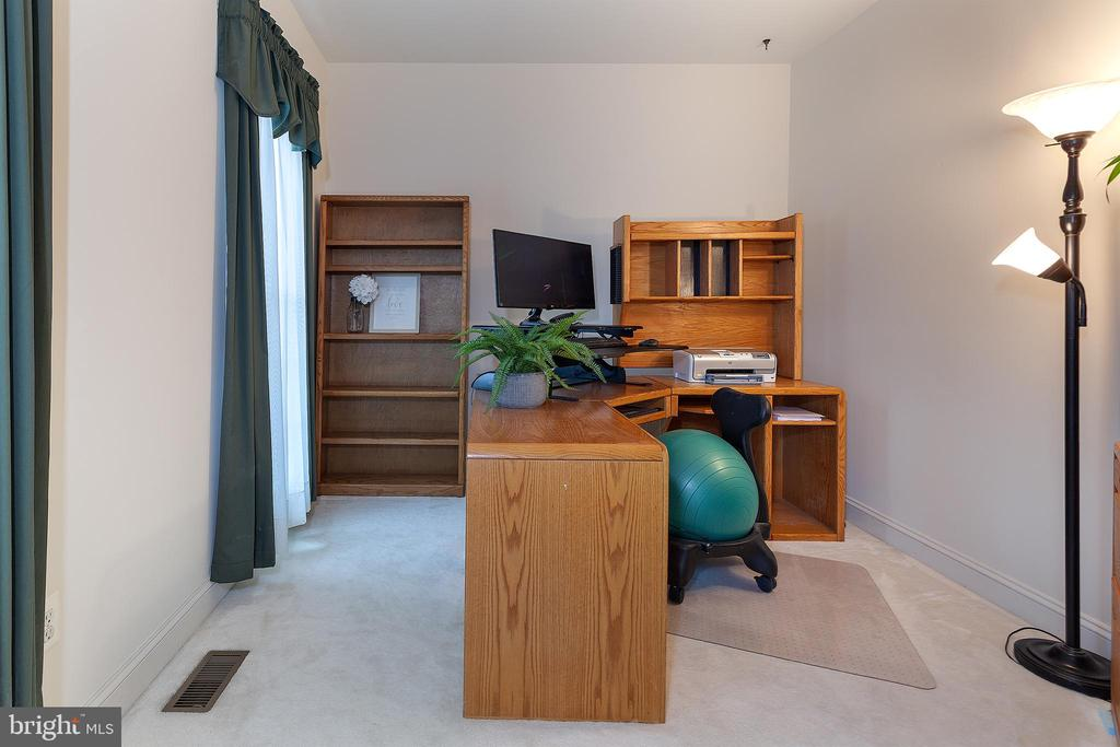 Main Level Office/Den/Library! - 20377 WATER VALLEY CT, STERLING