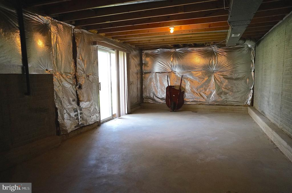 Unfinished Basement  (58'x29') w/Walkout to Patio - 11 WESTBROOK LN, STAFFORD