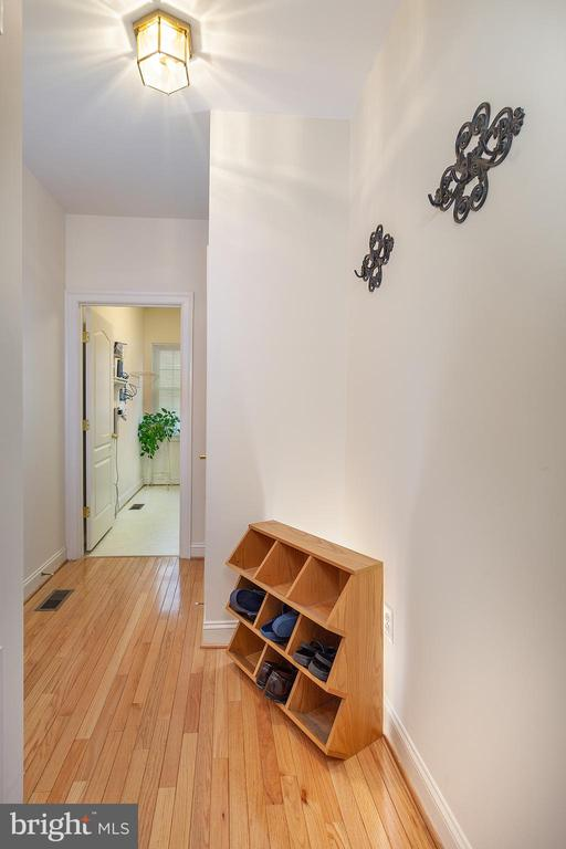 Mud Room Area! - 20377 WATER VALLEY CT, STERLING