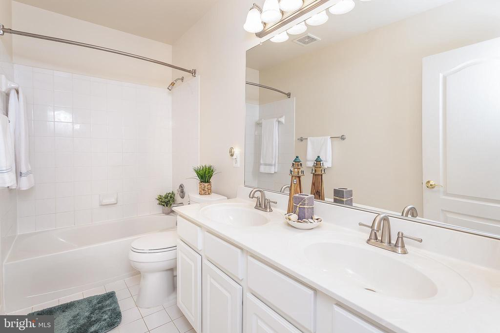 Full Bath on upper level! - 20377 WATER VALLEY CT, STERLING