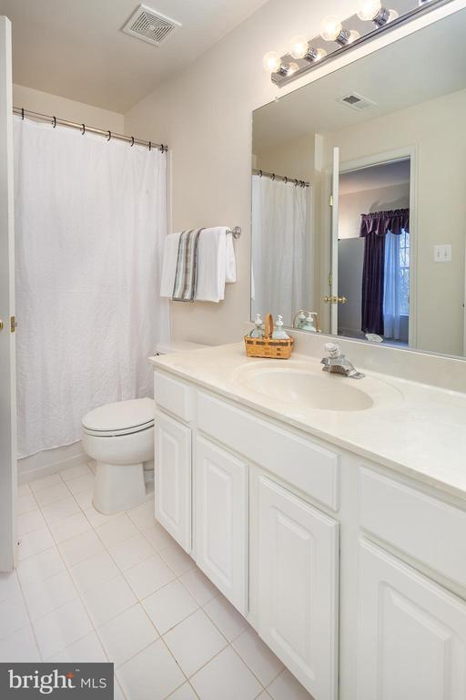 Full bath in basement! - 20377 WATER VALLEY CT, STERLING