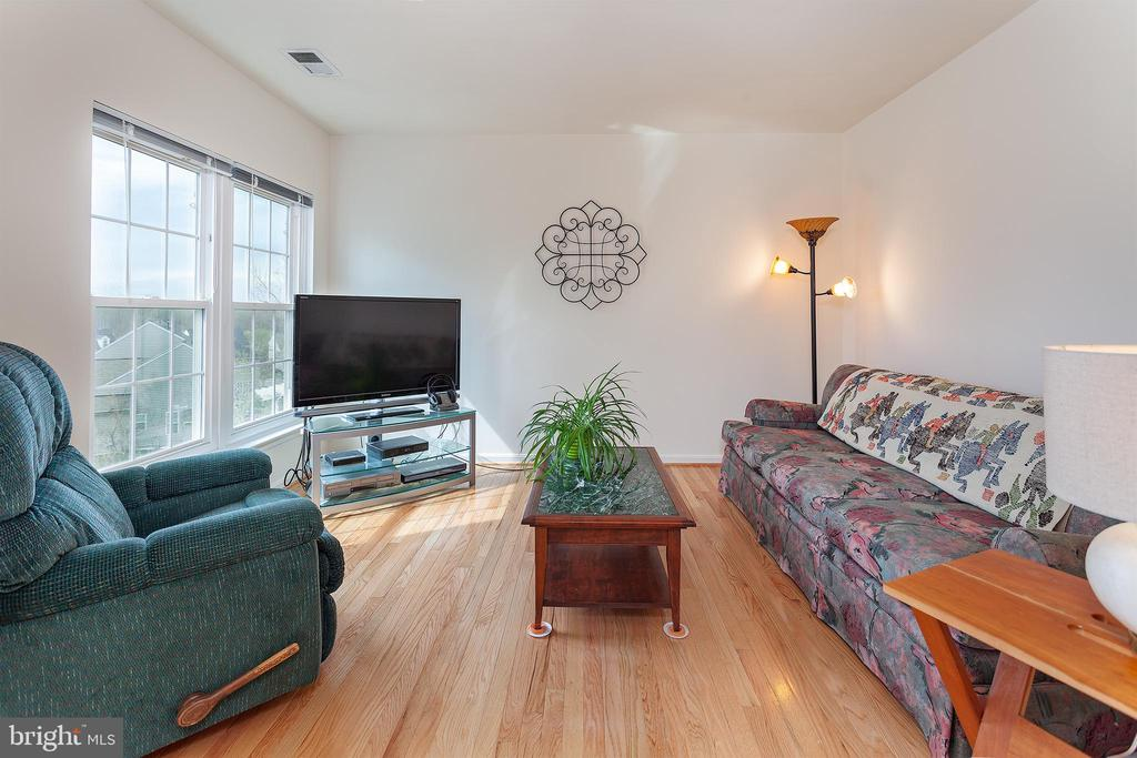 Spacious master sitting area! - 20377 WATER VALLEY CT, STERLING