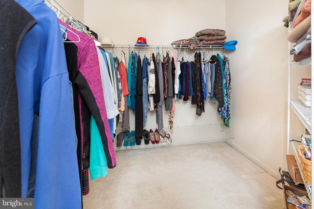 Huge Master Closet! - 20377 WATER VALLEY CT, STERLING