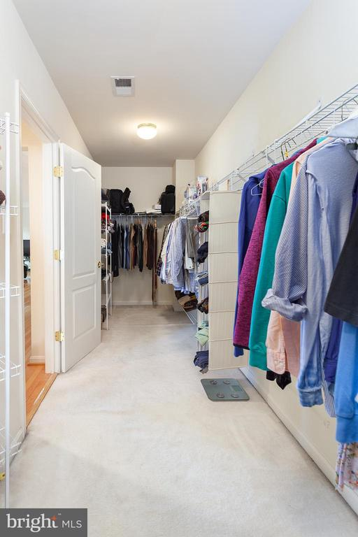 Huge Master Closet!! - 20377 WATER VALLEY CT, STERLING